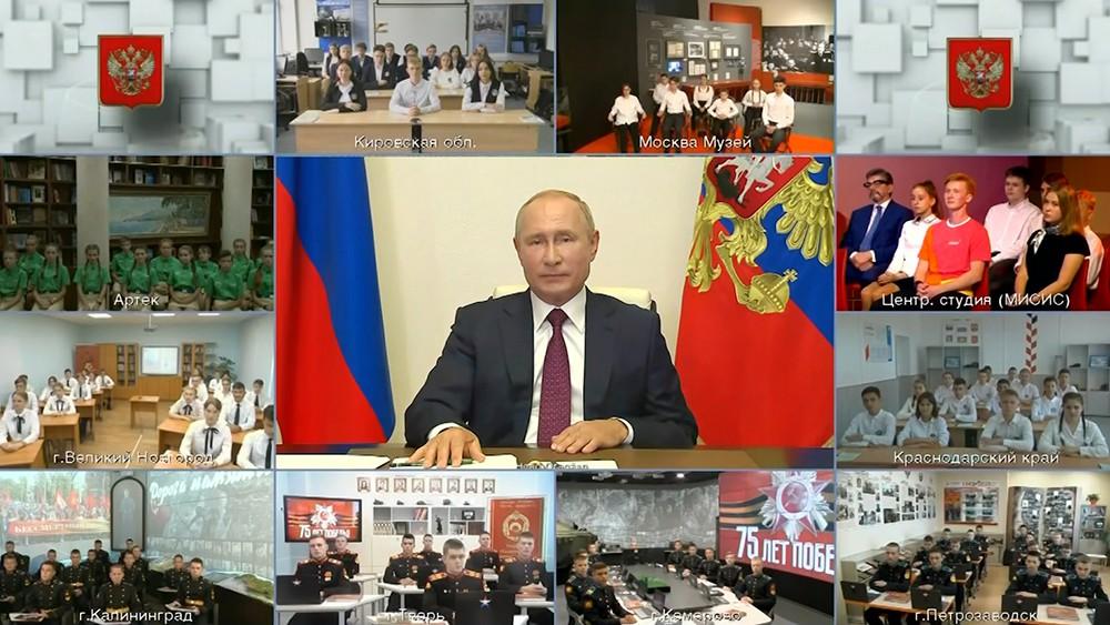 Какой истории учит Путин детей