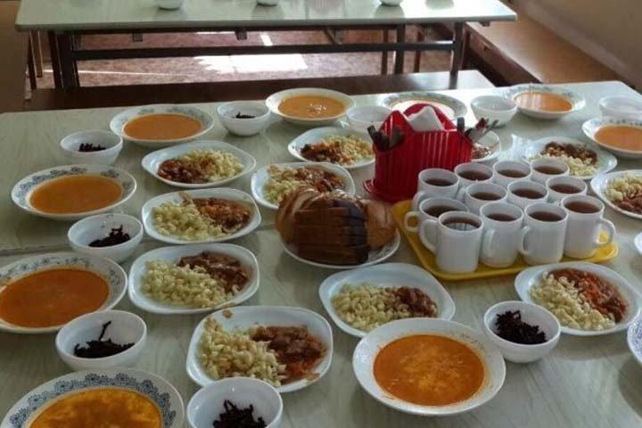 Власти отменили бесплатное питание для иркутских школьников