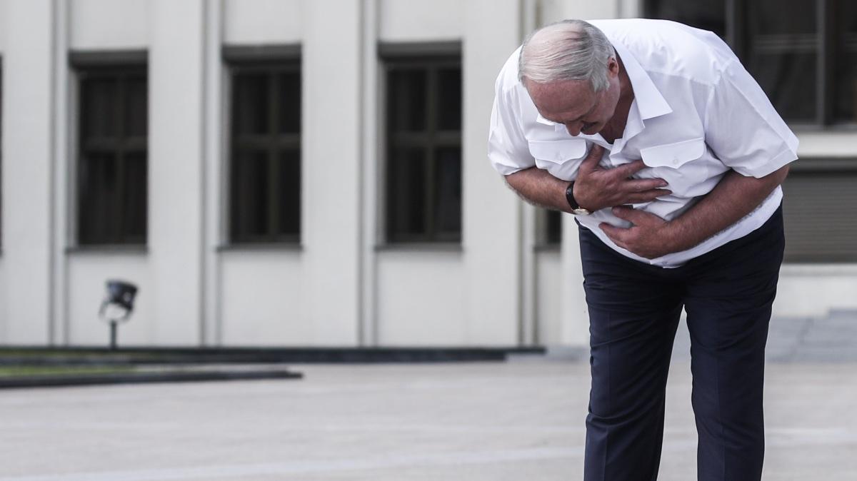 Александр Лукашенко встал на колени перед народом